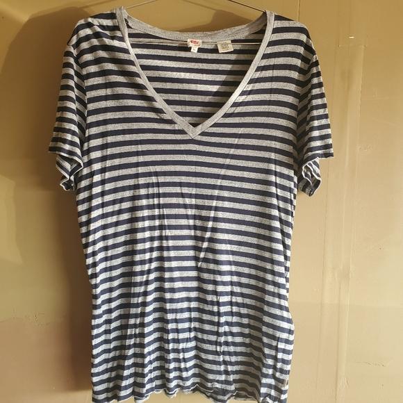 Levi's Vneck Shirt sz XL